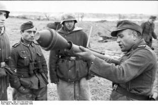 Russland-Nord, Feldwebel mit Panzerfaust