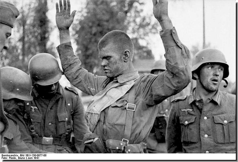 soviet-soldier-surrenders-to-german-soldiers-ww2