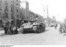 600px-Bundesarchiv_Bild_101I-244-2324-09%2C_Ungarn%2C_Debrecen%2C_Panzer_V_%22Panther%22