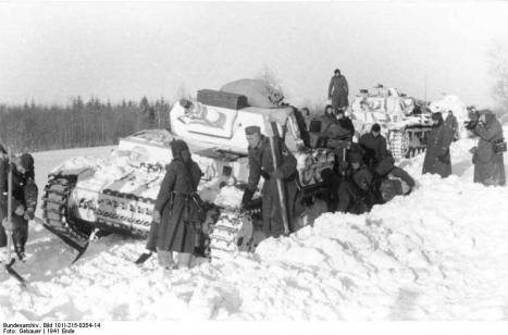 Panzer-IV-tanks-in-snow-December-1941